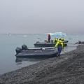 我們是搭這種小艇遊冰川.jpg