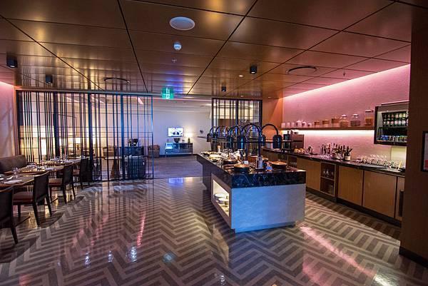 Singapore First Class Lounge at Sydney 016.jpg