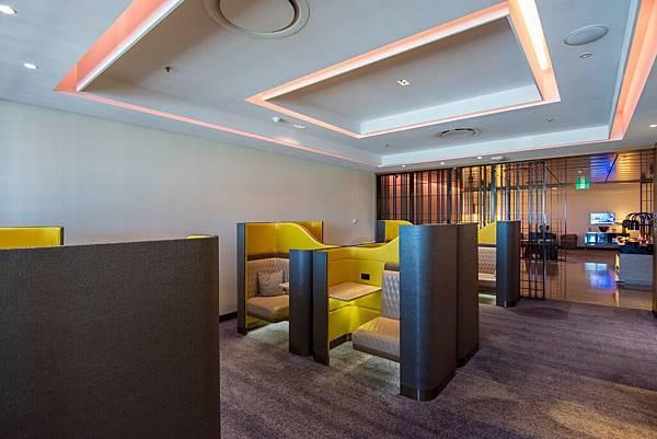 Singapore First Class Lounge at Sydney 005.jpg