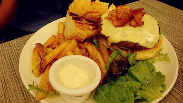 經典牛肉漢堡+九宮格檸檬優格