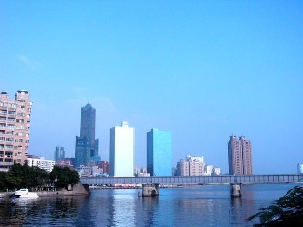 愛河畔遠眺85大樓.jpg