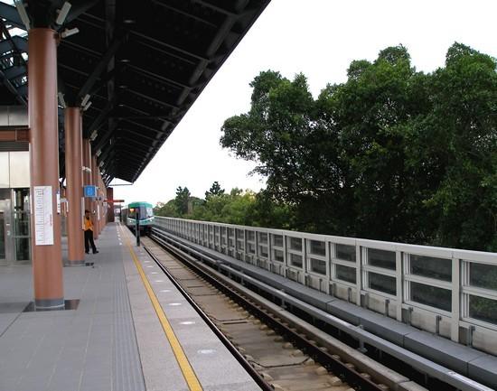 橋頭糖廠站,列車進站970611 101.jpg