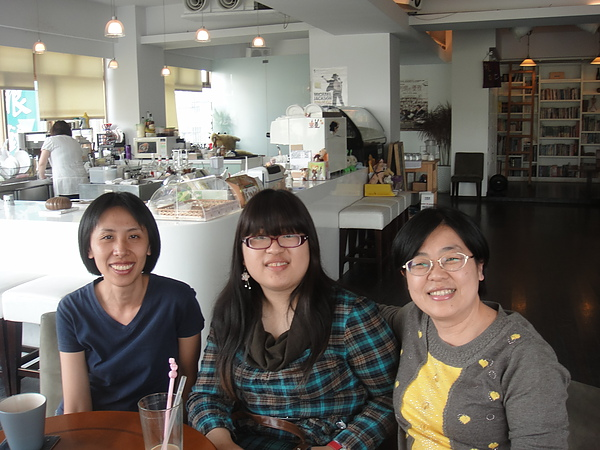 左至右: 馬雅人老師, 讀者, 八正文化總編輯仲美藍小姐