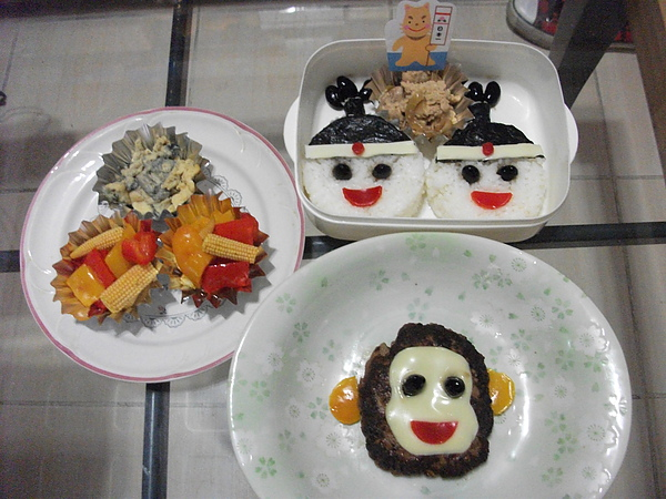 另外還做了桃太郎身邊的動物和配菜...(不過作者的圖形搭配的是狗狗狗不是嗎?)