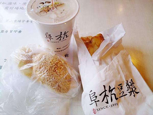 台北,阜杭豆漿,厚燒餅、焦糖甜餅,95分!