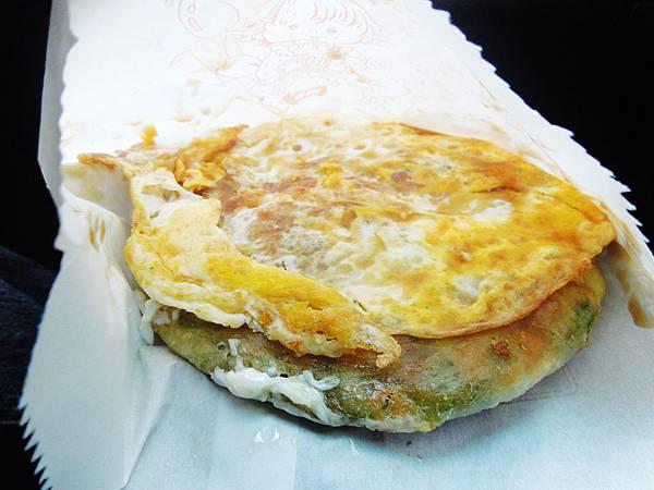 宜蘭,阿婆蔥油餅,蔥油餅加蛋,85分。