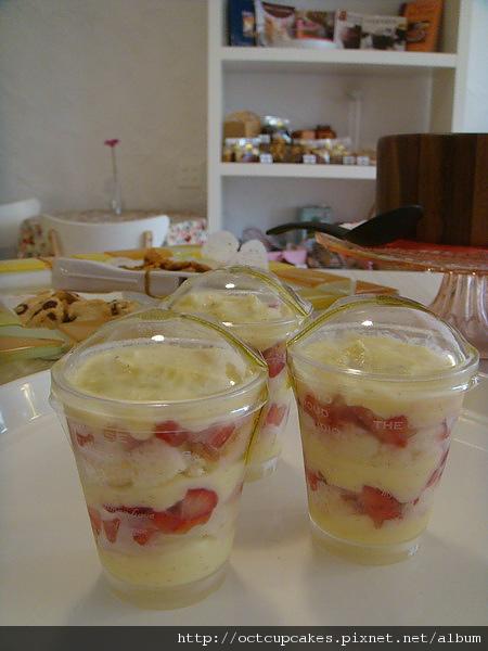 草莓卡士達蛋糕杯-2