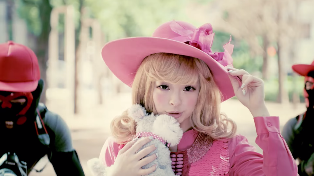 kyary-mondai-girl-mv-02