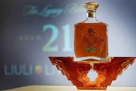 JOHNNIE WALKER XR 21年蘇格蘭威士忌「方圓鼎盛」禮盒體現剛毅睿智的極致經營哲學