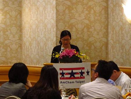 Fupei Wang, Managing Director of Ogilvy PR Taiwan, hosted 2013 AmCham Taipei CSR forum
