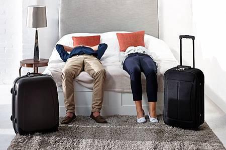 【參考圖片】22%25的國人和另一半躺在床上時查詢和預訂飯店.jpg