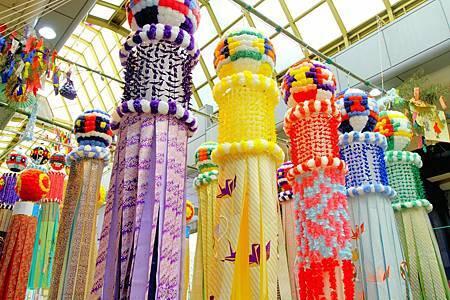 圖8:仙台七夕祭的商店皆充滿著精緻和鮮豔的裝飾品.jpg