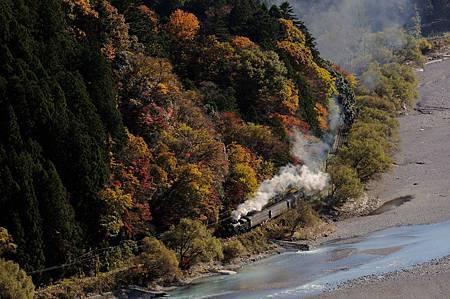 圖2:大井川鐵道沿途的風景,讓遊客體驗放空的列車時光.jpg