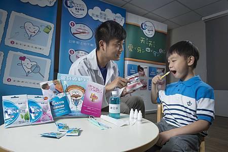 Extra「重拾笑容行動」將與「兒福聯盟」一起邀請專業醫療團隊前往全台八縣市偏鄉小學,提供偏鄉學童簡易口腔檢查,更設計有趣的口腔衛教互動活動與遊戲,並將口腔衛教知識轉化為簡單好記的「愛牙四守則」,讓學童在趣味中了解正確的口腔保健觀念,期盼健康從小紮根、從齒開心。.jpg