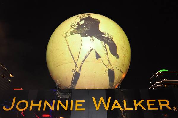 "JOHNNIE WALKER黑牌3D立體球形""黑行星球體光幕投影秀"".JPG"