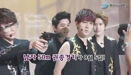 120726【花絮】Super Junior - 奧運祈願成功採訪 - YouTube[20-52-35]