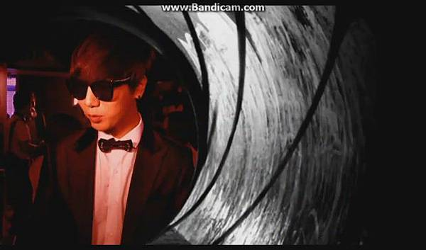 120816【ENG】MCountdown 後台 - Super Junior ComeBack(官網版) - YouTube[19-51-10]