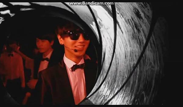 120816【ENG】MCountdown 後台 - Super Junior ComeBack(官網版) - YouTube[19-51-38]