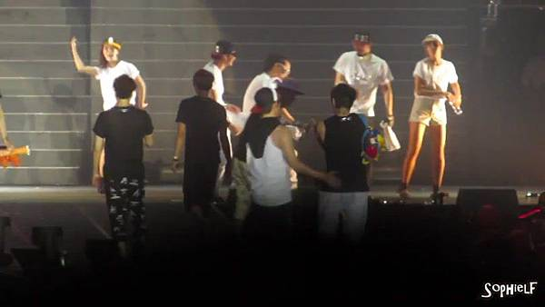 [Fancam] 130608 Shinhwa in Hong Kong - Encore Part 2[09-23-47]