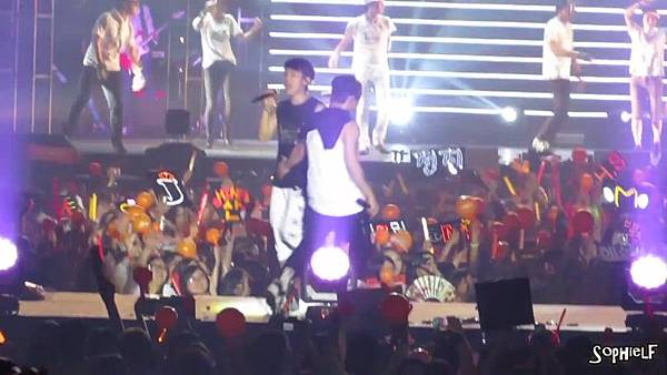 [Fancam] 130608 Shinhwa in Hong Kong - Encore Part 2[09-24-47]
