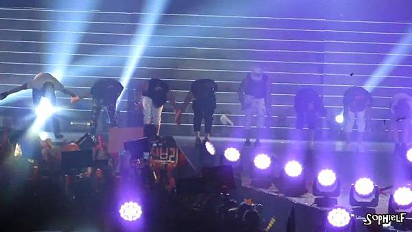 [Fancam] 130608 Shinhwa in Hong Kong - Encore Part 2[09-30-52]