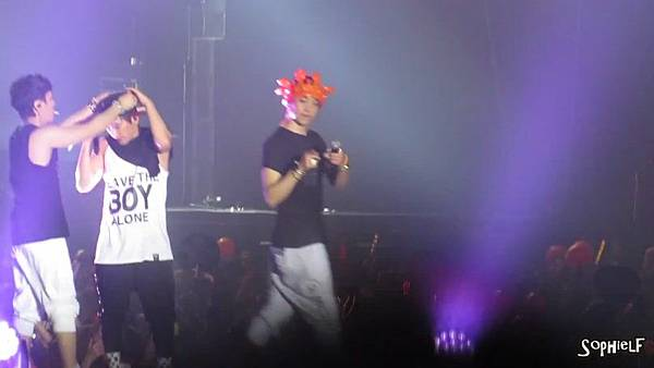 [Fancam] 130608 Shinhwa in Hong Kong - Encore Part 2[09-31-49]