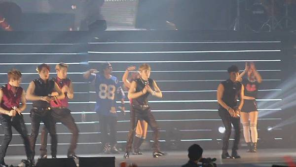 [FANCAM 1080p] 130608 Shinhwa The Classic in Hong Kong - Eusha Eusha (Minwoo Focused)[09-54-00]