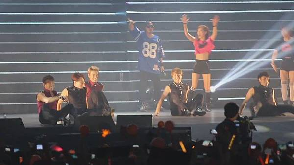 [FANCAM 1080p] 130608 Shinhwa The Classic in Hong Kong - Eusha Eusha (Minwoo Focused)[09-54-28]