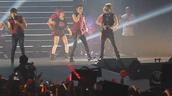 [FANCAM 1080p] 130608 Shinhwa The Classic in Hong Kong - Eusha Eusha (Minwoo Focused)[09-53-17]