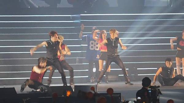 [FANCAM 1080p] 130608 Shinhwa The Classic in Hong Kong - Eusha Eusha (Minwoo Focused)[09-54-10]