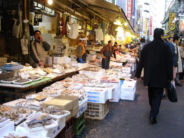 賣魚貨跟球鞋唷