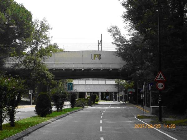 FGC通過UAB大學的鐵道.JPG