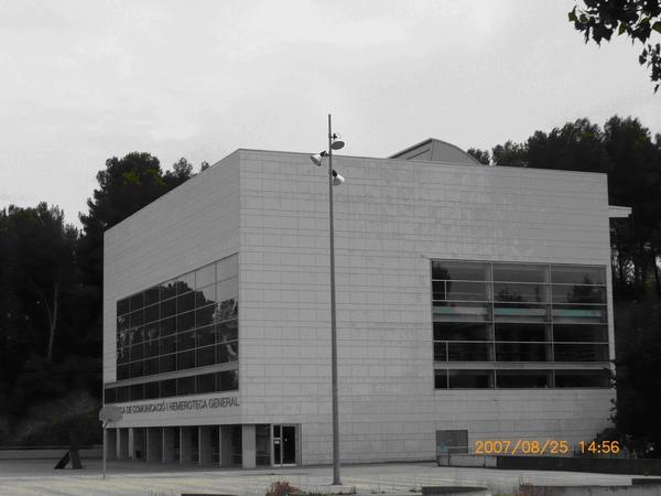 傳播學院的圖書館.JPG