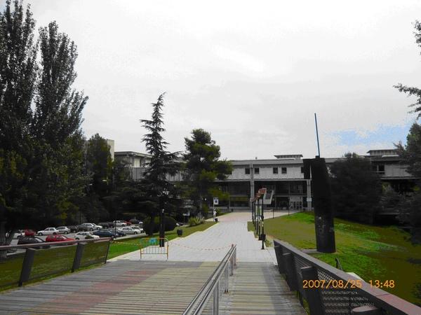UAB 24小時開放的圖書館.JPG