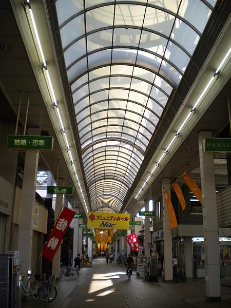 距離學校車程30分鐘左右的商店街2.JPG