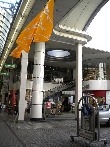 距離學校車程30分鐘左右的商店街3.JPG