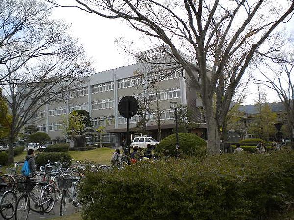 行政大樓的樣子….jpg