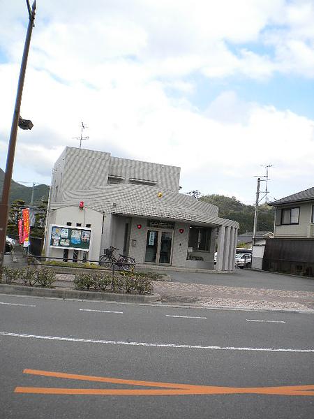 學校前的警察局.jpg