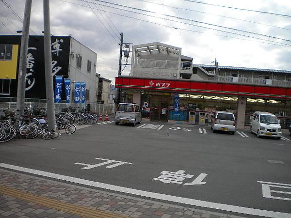學校正前方的便利店.jpg