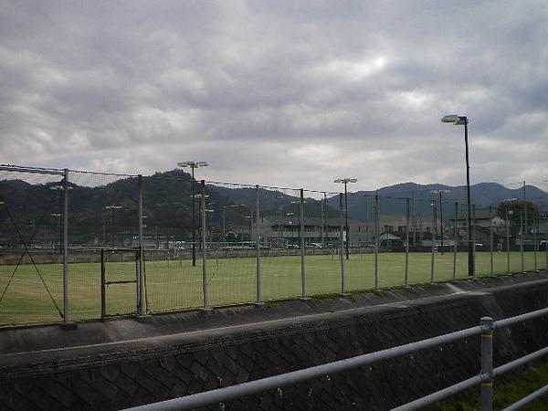 翻新過的網球場.jpg