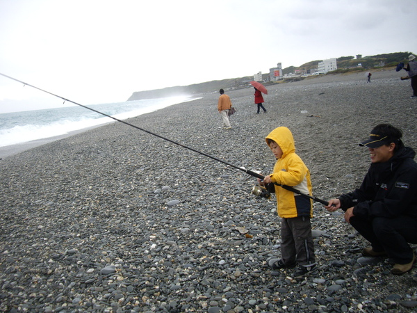 某人不死心的海釣