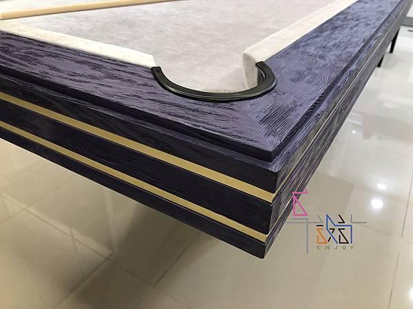 紫色鑲香檳金邊白砂桌腳撞球餐桌-D.jpg