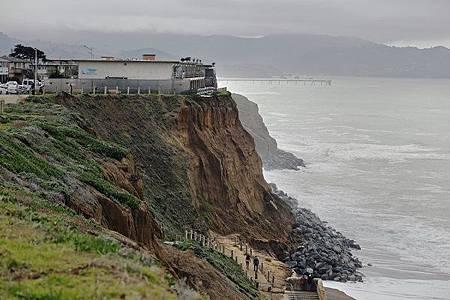 聖嬰現象讓海景房變危樓「我家快要掉進太平洋」