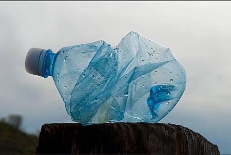科學家找到能分解塑膠的細菌