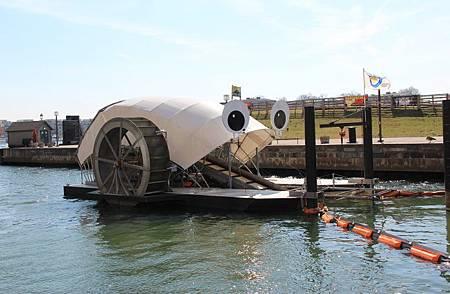 """巴爾的摩港的環保英雄""""垃圾輪先生"""""""