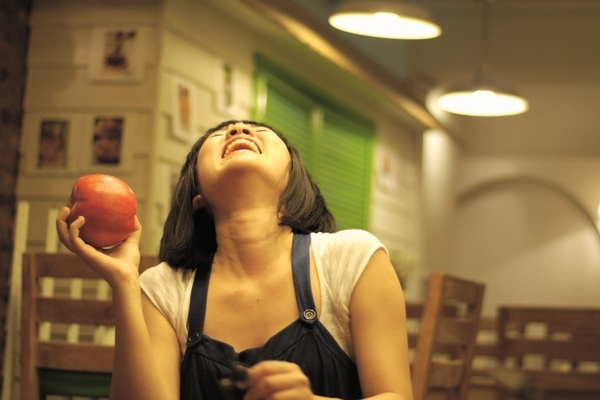 吃到大笑蘋果.jpg