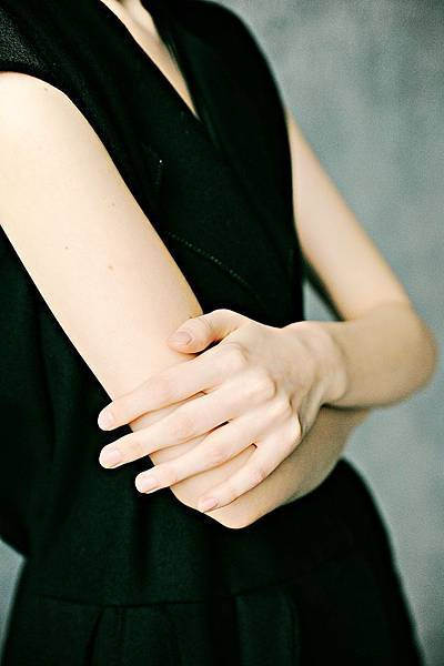 arm-fingers-girl-1071095.jpg