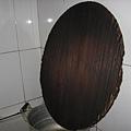 山東海陽-大鐵鍋上傳統的高梁稭做的鍋蓋.JPG