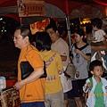 排隊購買人潮2【2008眷村美食嘉年華】.JPG