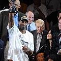 2010年奪冠後的 Jerry Buss 與 Kobe
